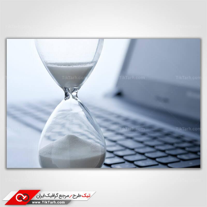 دانلود عکس با کیفیت ساعت شنی و لپ تاپ