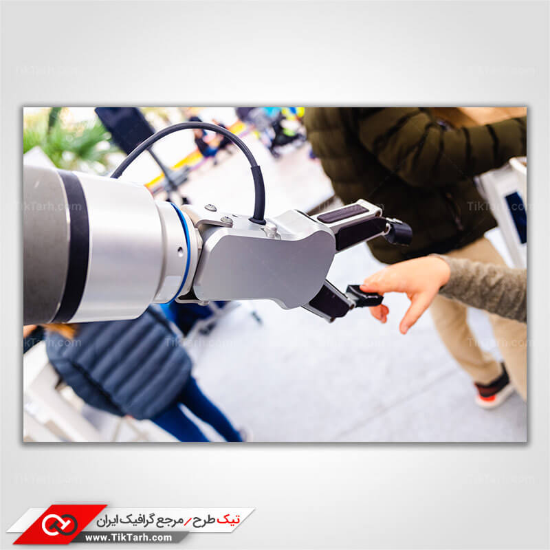 دانلود تصویر با کیفیت دست ربات و کودک