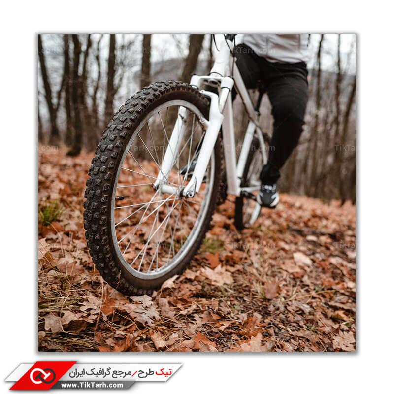 تصویر بسیار با کیفیت دوچرخه سواری در طبیعت