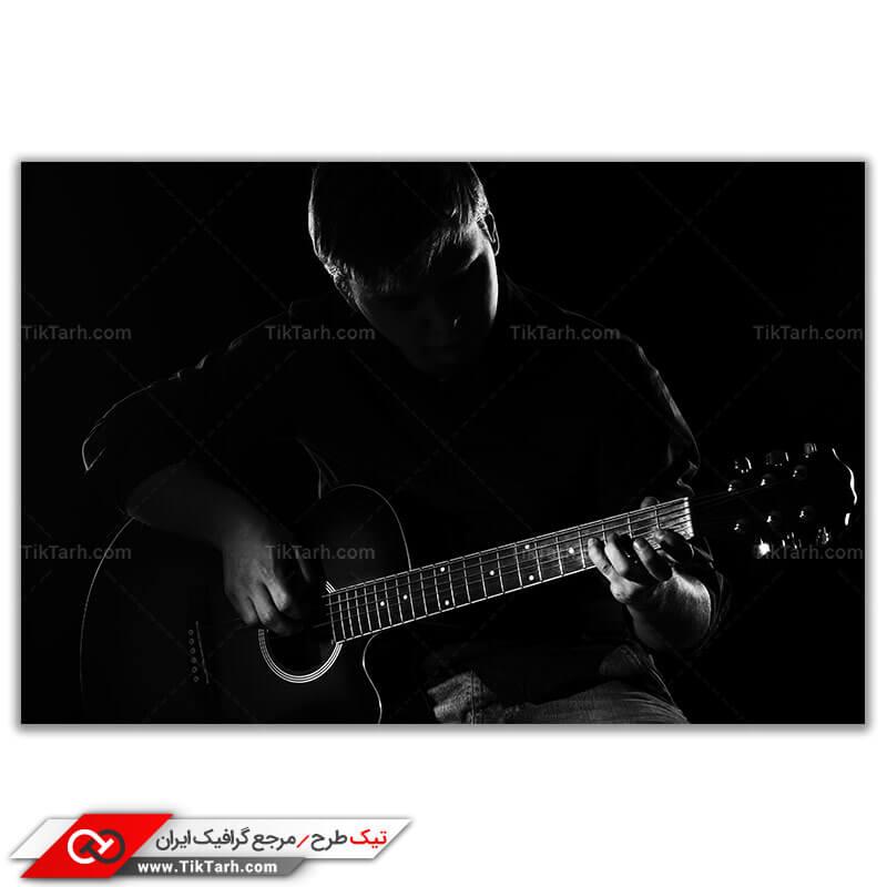 عکس لارج فرمت نقاشی گیتار و نوازنده