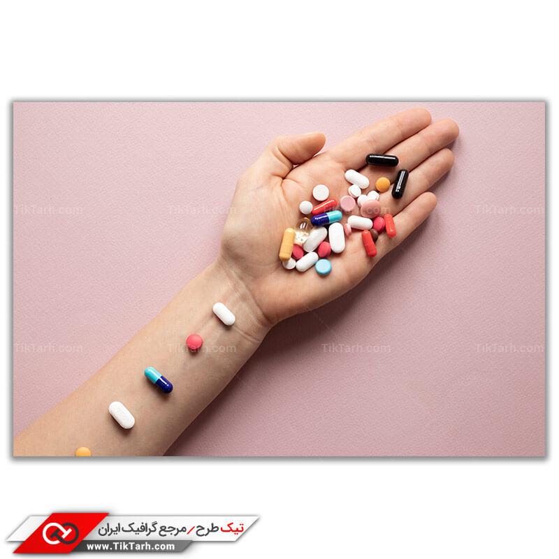 تصویر با کیفیت انواع قرص و کپسول روی دست