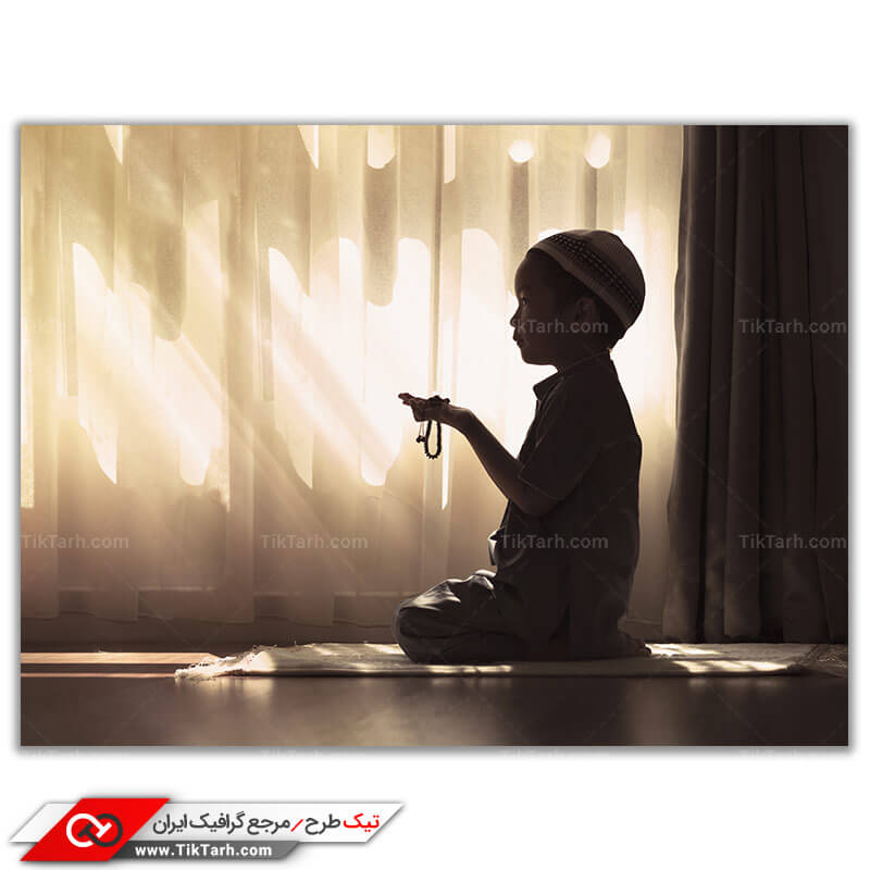 دانلو تصویر با کیفیت کودک در حال نماز