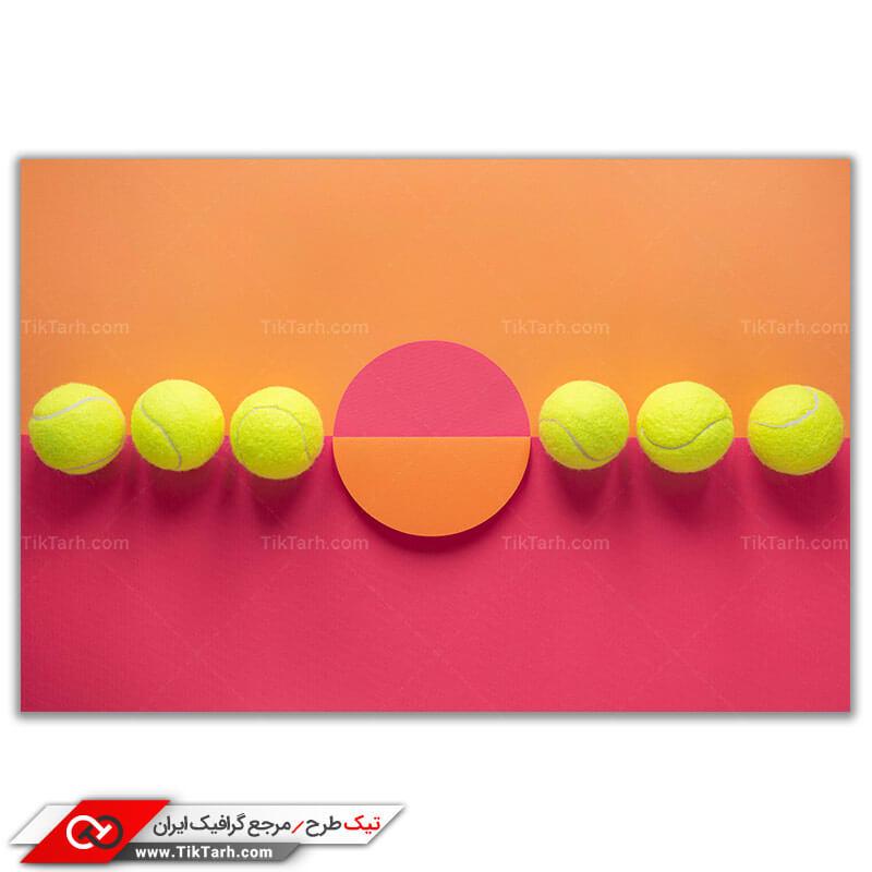 تصویر باکیفیت از ردیف توپ های تنیس