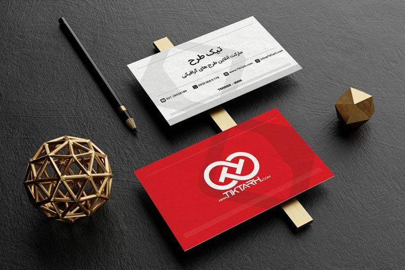 موکاپ کارت ویزیت های روی میز کار