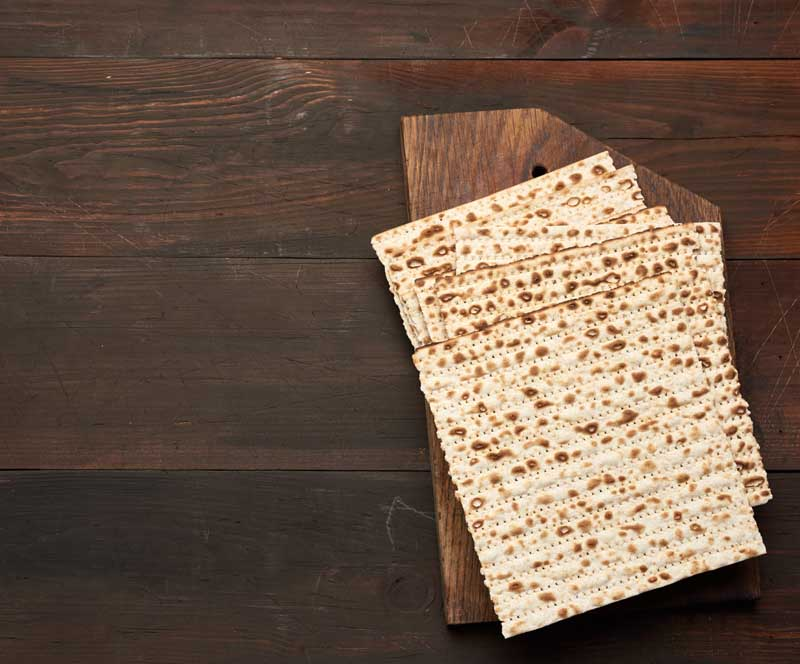 تصویر باکیفیت نان های ماشینی روی میز
