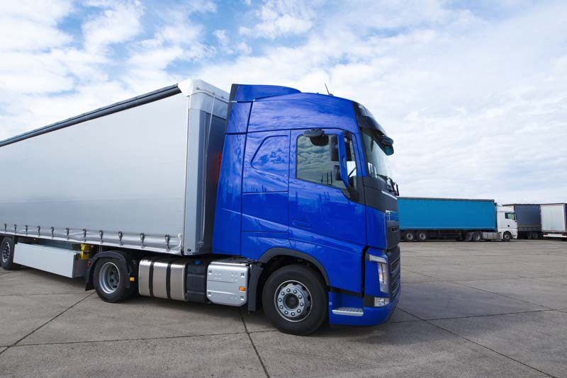 تصویر باکیفیت کامیون حمل بار آبی