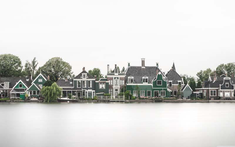 دانلود عکس باکیفیت نمای زیبا از شهر کنار رودخانه
