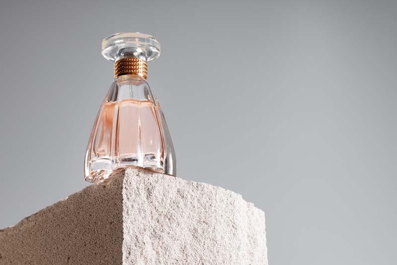 تصویر باکیفیت عطر خوشبوکننده بانوان