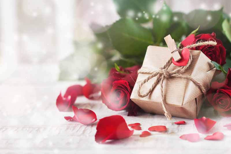 دانلود تصویر باکیفیت از گل رز و کادو
