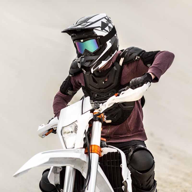 تصویر گرافیکی موتور سواری در صحرا