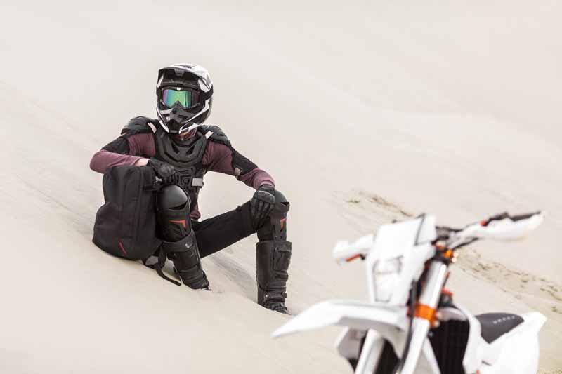 دانلود تصویر گرافیکی موتور سواری در صحرا