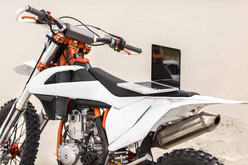 دانلود تصویر باکیفیت موتورسیکلت در صحرا