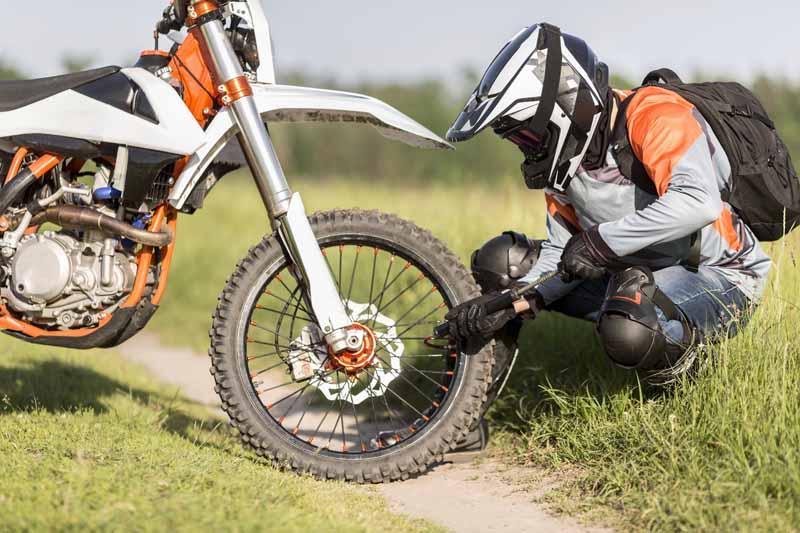 دانلود تصویر باکیفیت موتورسیکلت پنچر