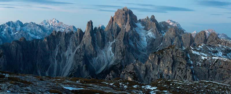 تصویر باکیفیت کوه های سرد صخره ای