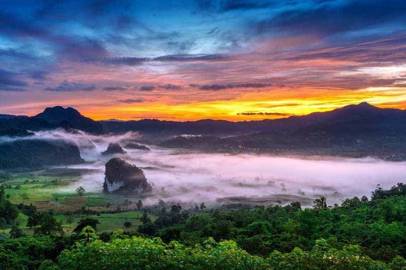 تصویر باکیفیت تپه های زیبا در غروب خورشید
