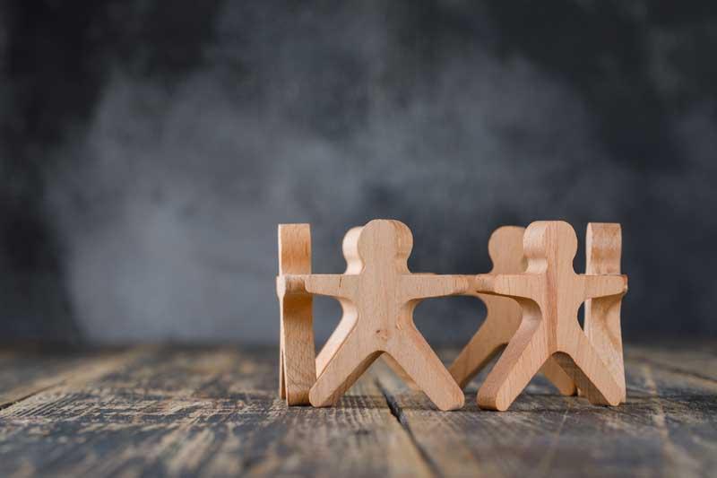 تصویر باکیفیت آدمک های چوبی