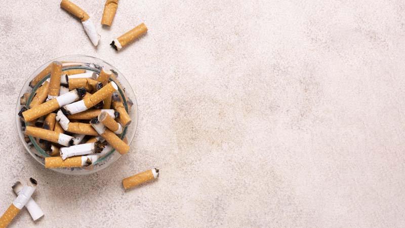 تصویر باکیفیت زیر سیگاری پر از ته سیگار
