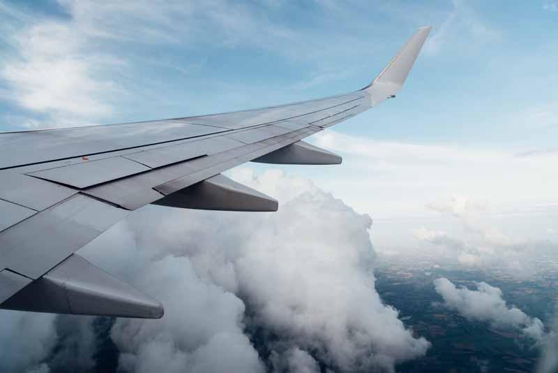 تصویر باکیفیت بال هواپیمای مسافربری