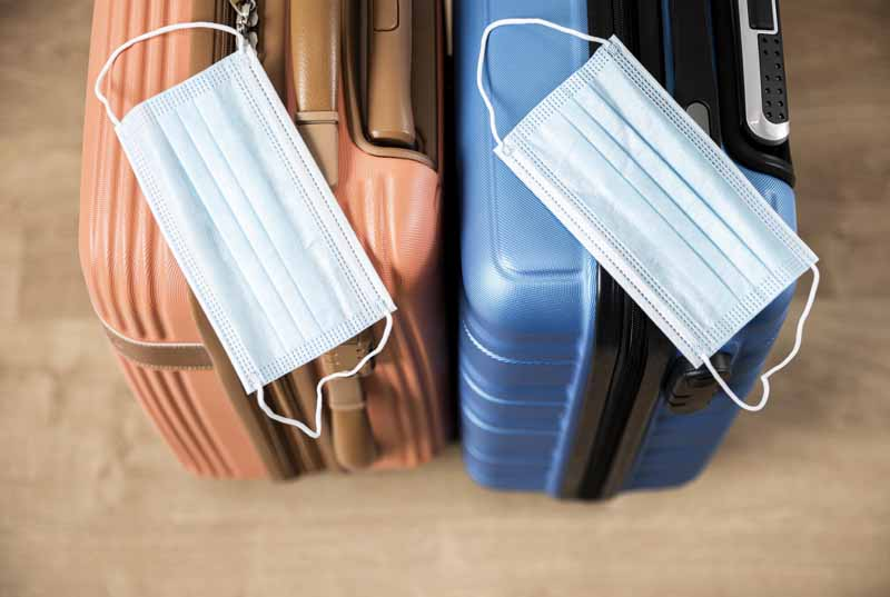 تصویر باکیفیت چمدان ها و ماسک