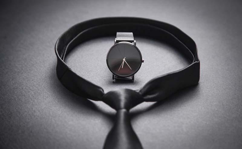 تصویر باکیفیت ساعت و کراوات مردانه