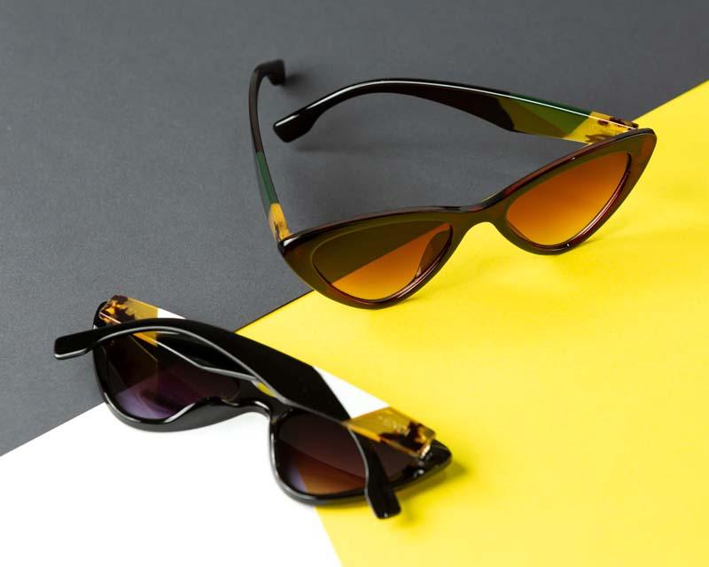 تصویر باکیفیت عینک دودی با دسته قهوه ای