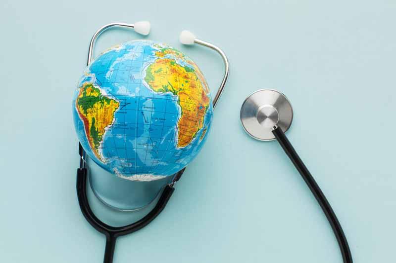 دانلود تصویر کره جغرافیایی و گوشی پزشکی