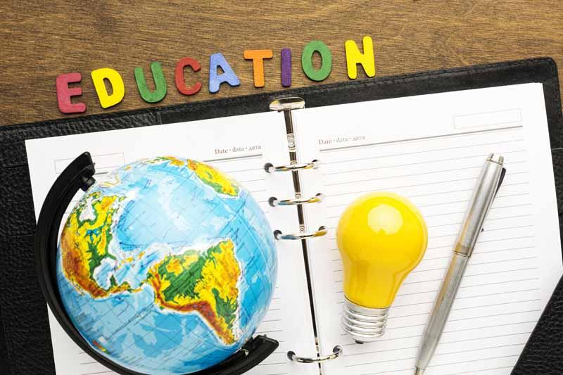 عکس کره جغرافیایی و تحصیلات