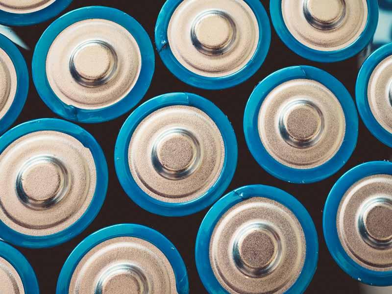 تصویر باتری های قلمی از نمای بالا