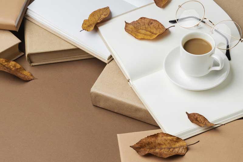تصویر کتاب ها و فنجان قهوه