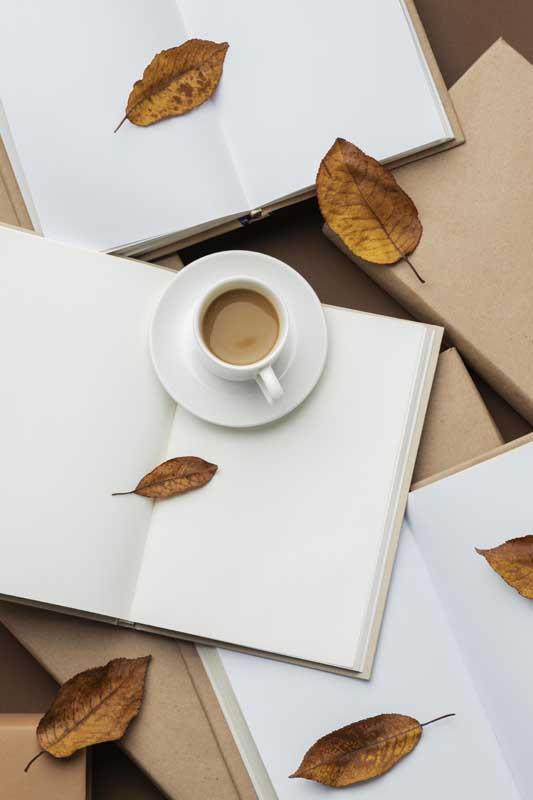 دانلود تصویر باکیفیت کتاب ها و فنجان قهوه