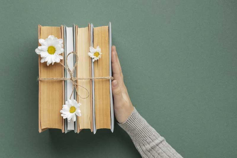 دانلود تصویر باکیفیت کتاب و گل