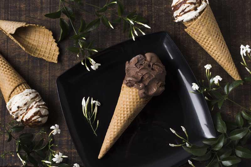 تصویر بستنی قیفی کاکائویی