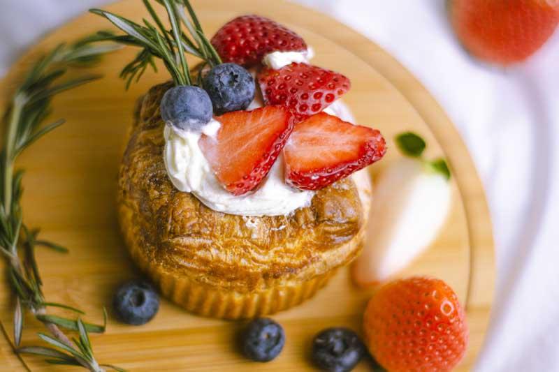 دانلود تصویر شیرینی خامه ای میوه ای