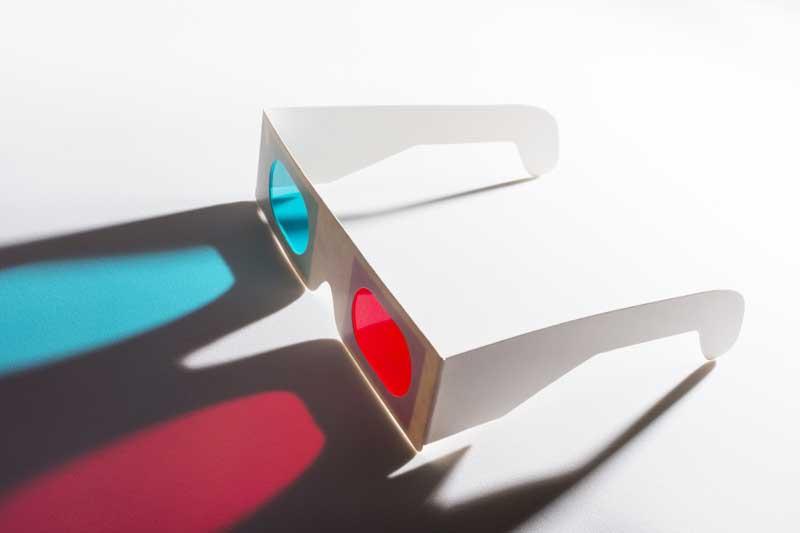 تصویر باکیفیت عینک برای تماشای فیلم سه بعدی