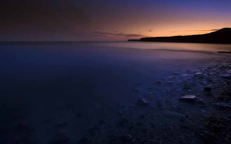 دانلود عکس باکیفیت از ساحل دریاچه بنفش