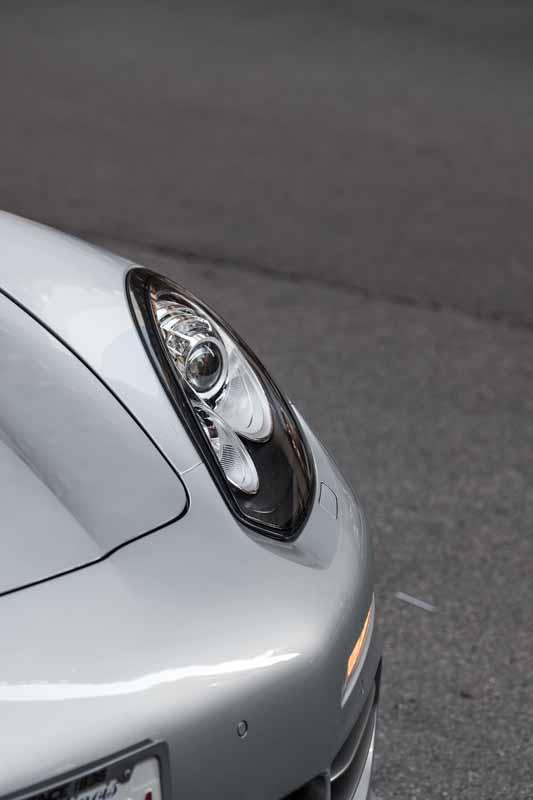 تصویر باکیفیت از چراغ های ماشین پورشه