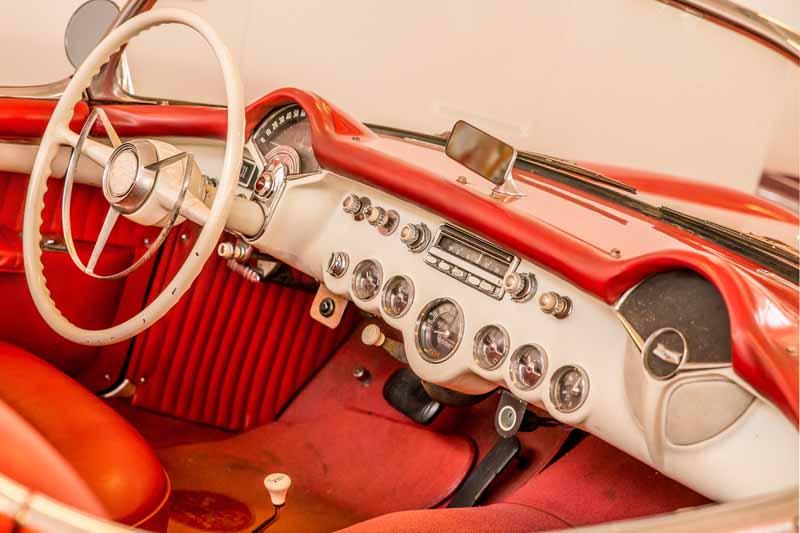 تصویر باکیفیت روکش صندلی قرمز ماشین