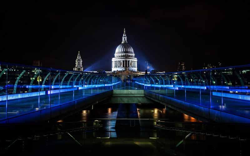 دانلود عکس نمای کاخ در شب