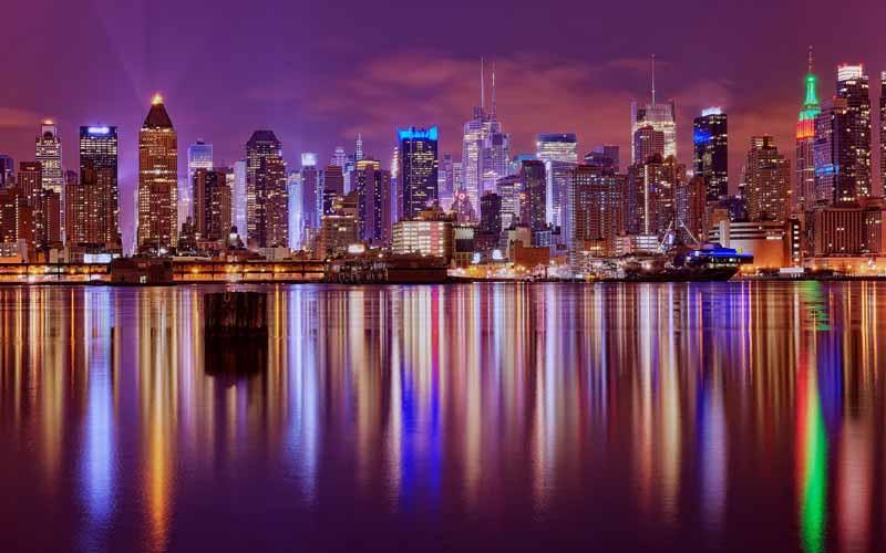 عکس گرافیکی شهر ساحلی در شب