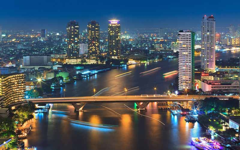 عکس رودخانه و شهر در شب