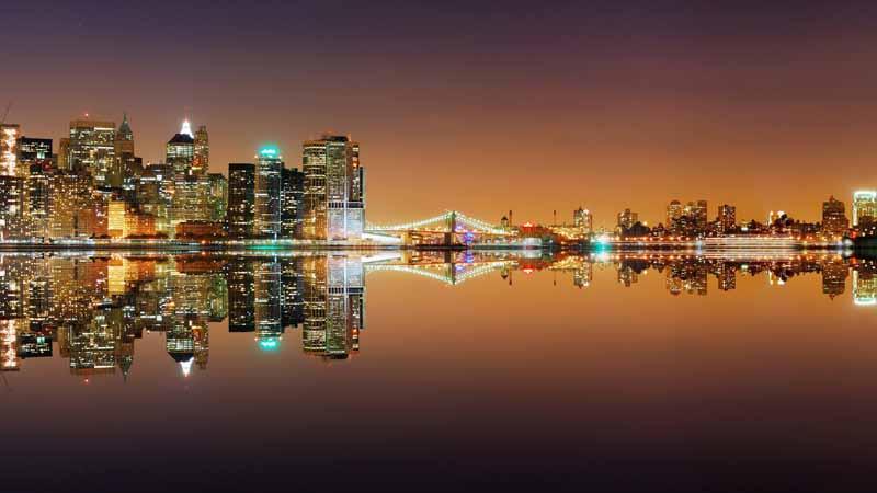 عکس لارج فرمت شهر ساحلی در شب