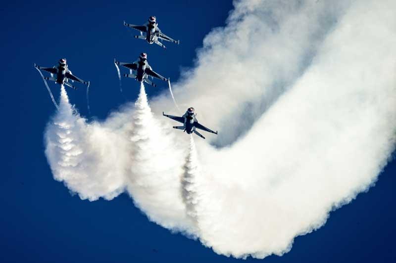 عکس باکیفیت نمایش هوایی جنگنده های اف 16