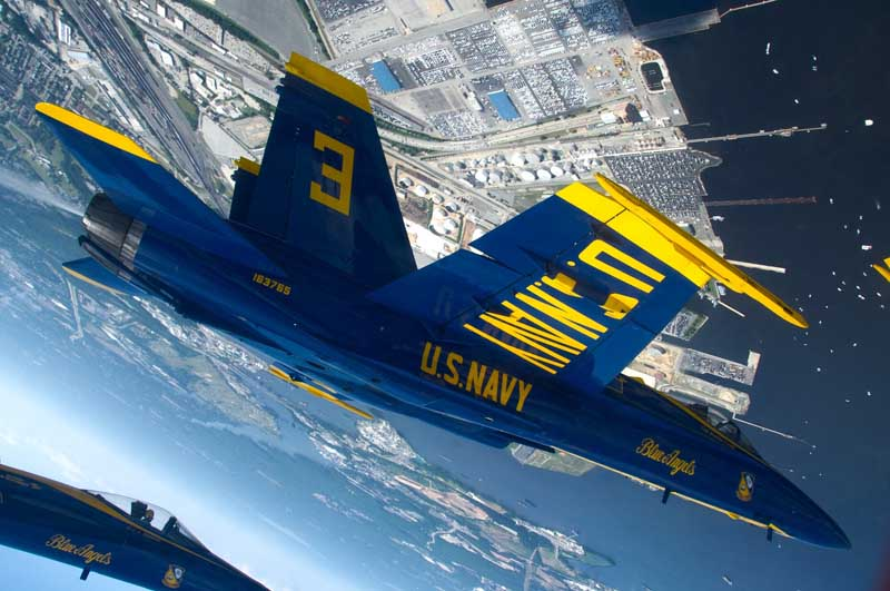 دانلود عکس نمایش هوایی جنگنده اف 18 هورنت