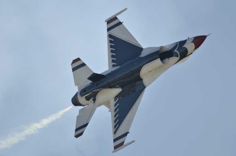 عکس نمایش هوایی جنگنده اف 16