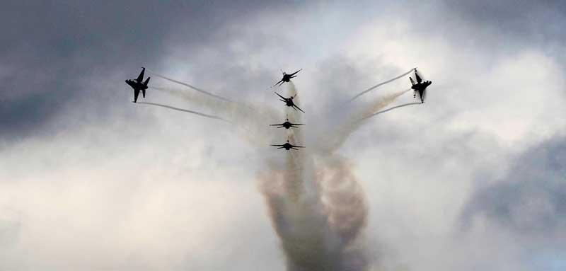 تصویر نمایش هوایی جنگنده های اف 16