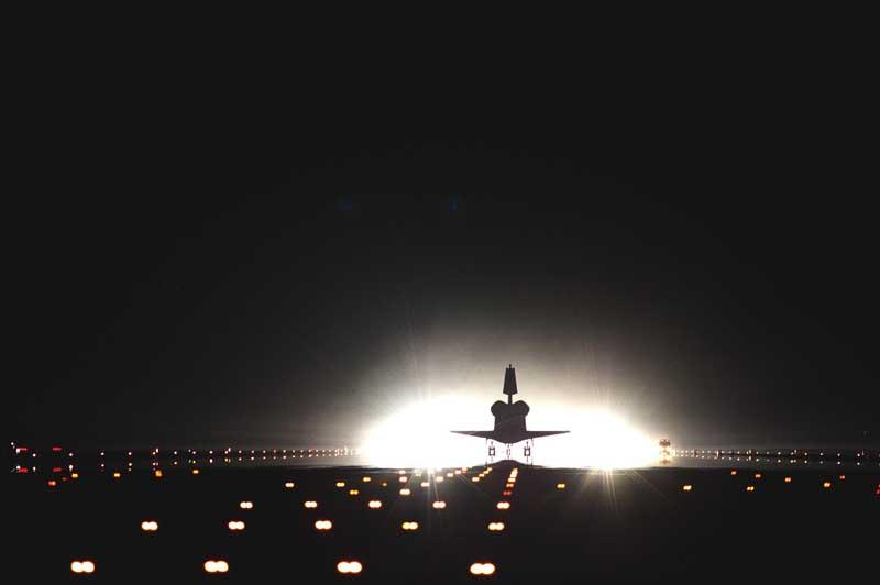 دانلود عکس هواپیما روی باند پرواز