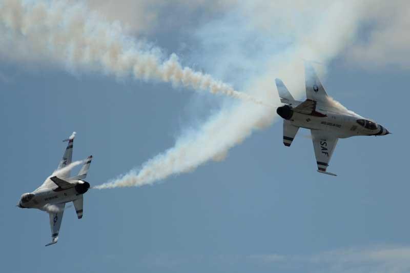 دانلود تصویر گرافیکی نمایش هوایی جنگنده های اف 16