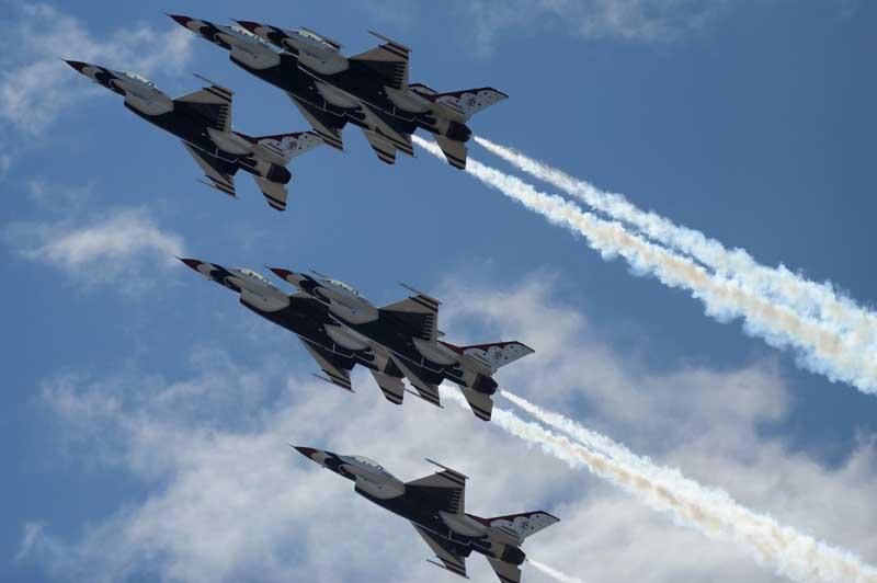 دانلود تصویر لارج فرمت نمایش هوایی جنگنده های اف 16
