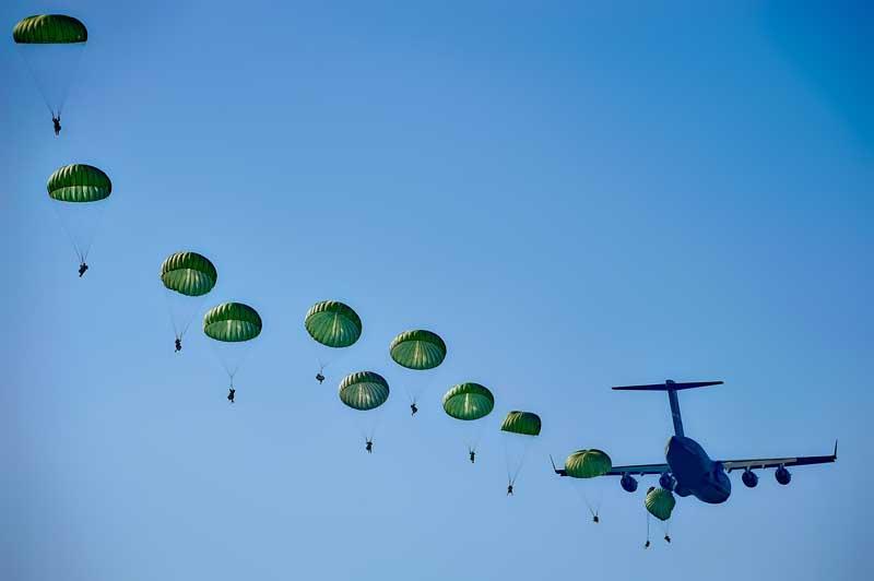 عکس هوابرد چتربازان
