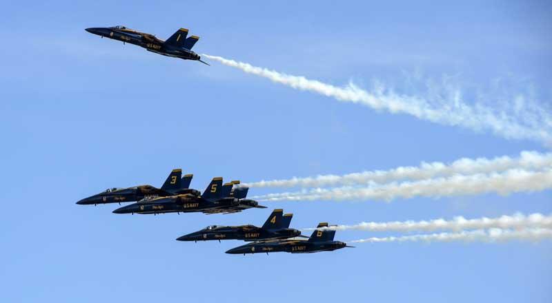 دانلود تصویر باکیفیت جنگنده های اف 18 هورنت در نمایش هوایی